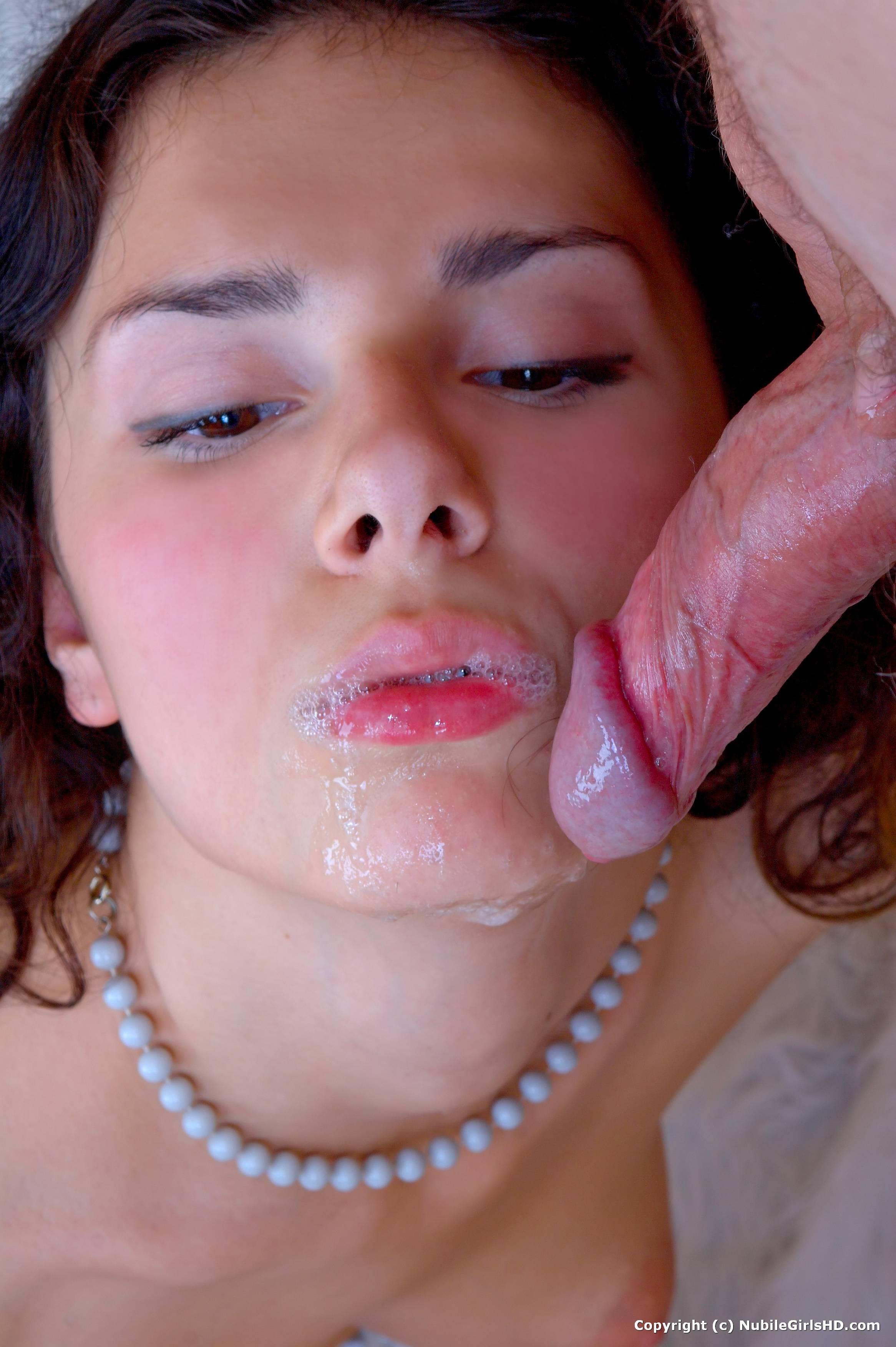 porno-foto-krasivih-devushek-v-sperme-ogromnie-predmeti-v-analnie-dirki-onlayn